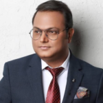 vibhu agarwal ceo of ullu app net worth 2021